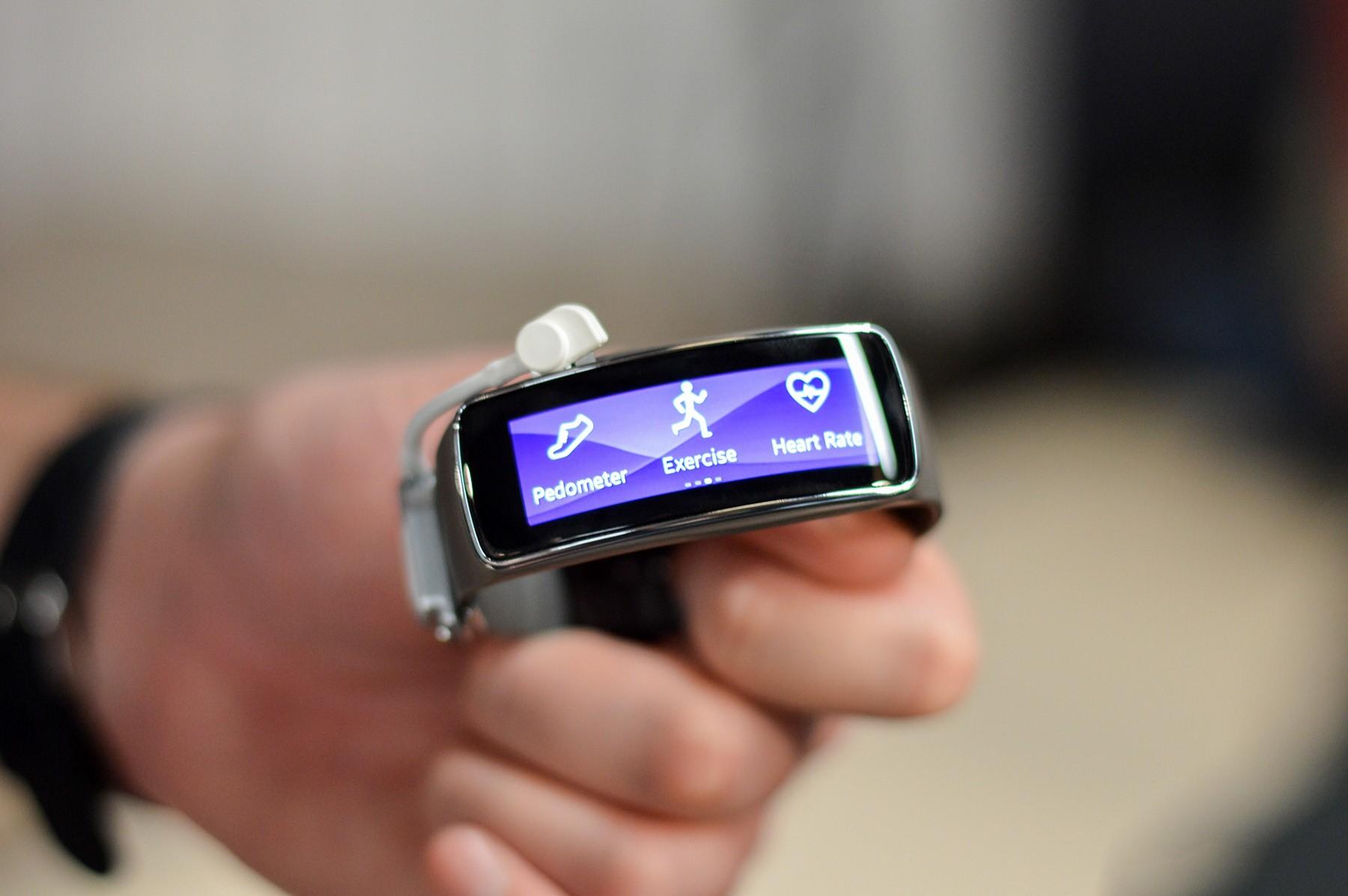 image0016 - Galaxy S5, Gear 2 và Gear Fit lộ giá