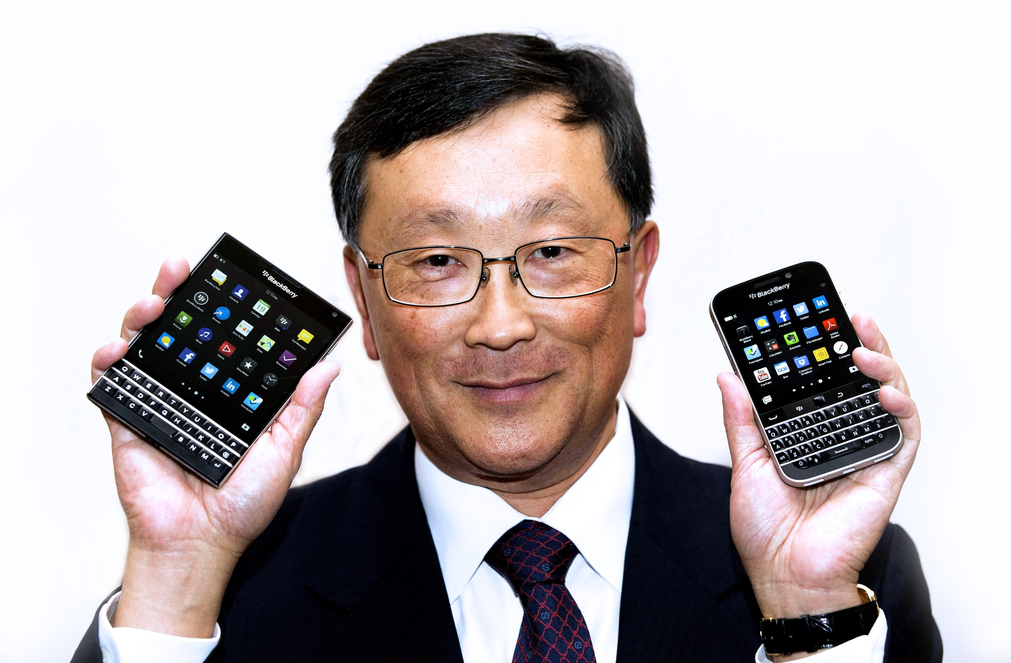 BlackBerry Classic Passport 3 - BlackBerry đặt cược vào Passport