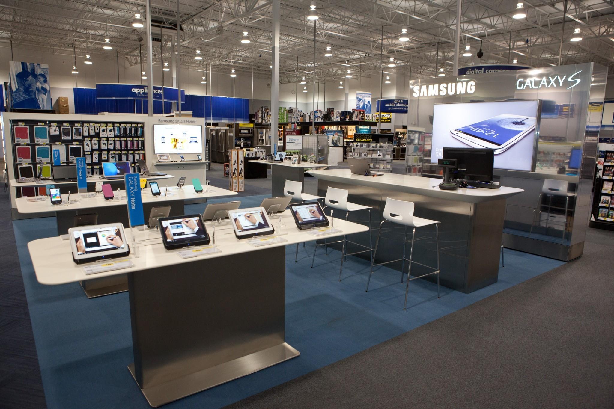 """smartphone store 2 - Những chiêu """"xoay tiền"""" thời công nghệ"""
