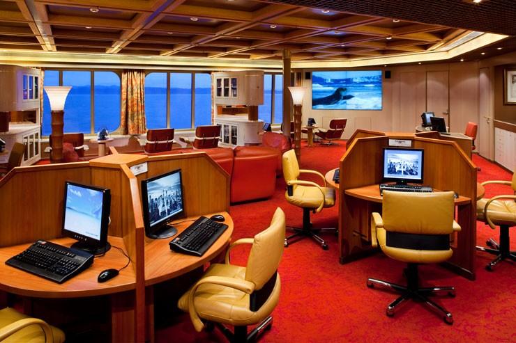 internet cafe 2 - 7 điều lưu ý khi sắm pin sạc dự phòng