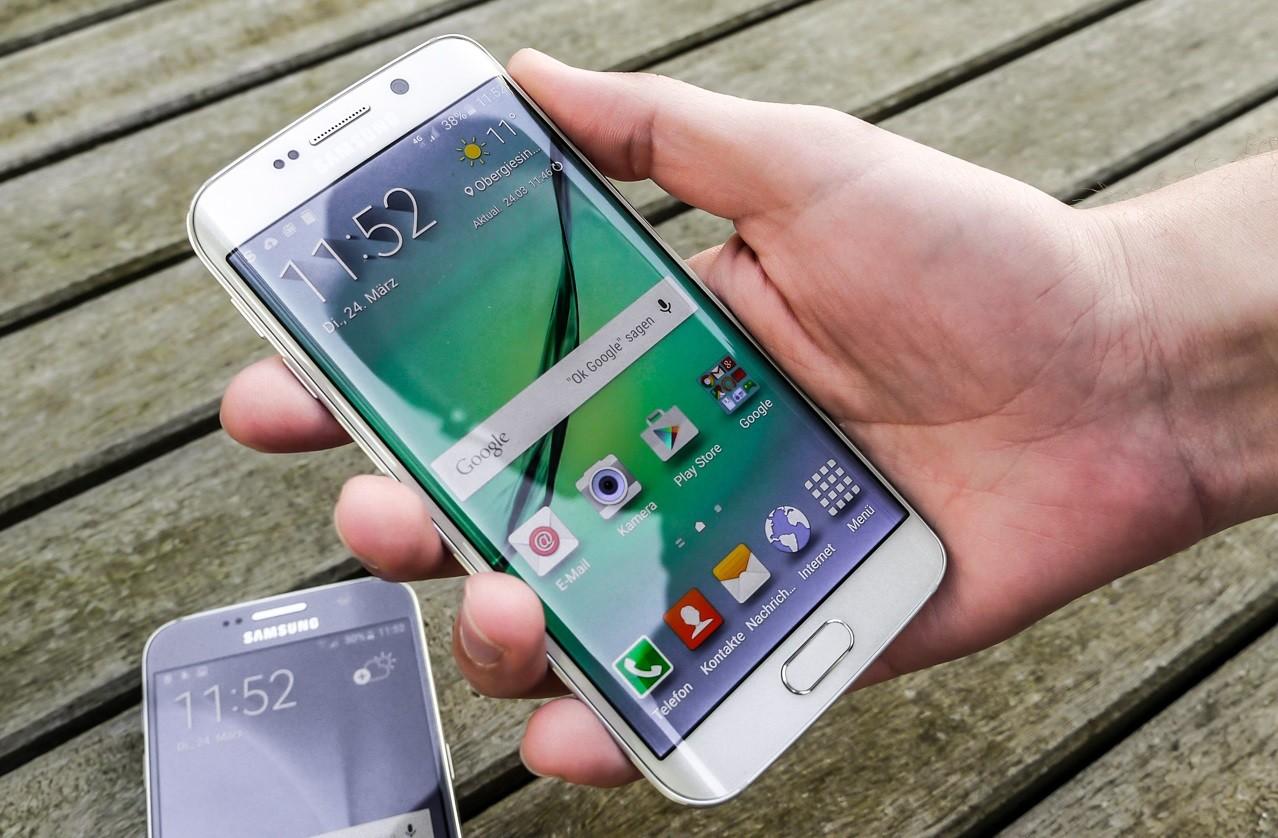 Galaxy S7 - Galaxy S7, S7 edge sẽ chịu nước, có khe cắm thẻ microSD