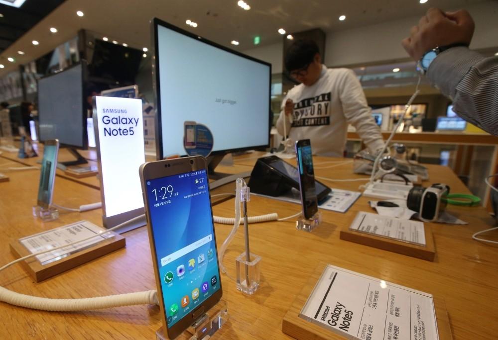 image0032 - Thị trường smartphone 2015:  Kẻ khóc, người cười