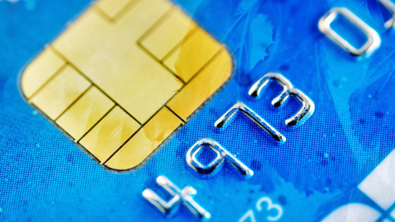 credit card - Bị bạn gái trộm thẻ tín dụng, trả 415 triệu tại quán bar