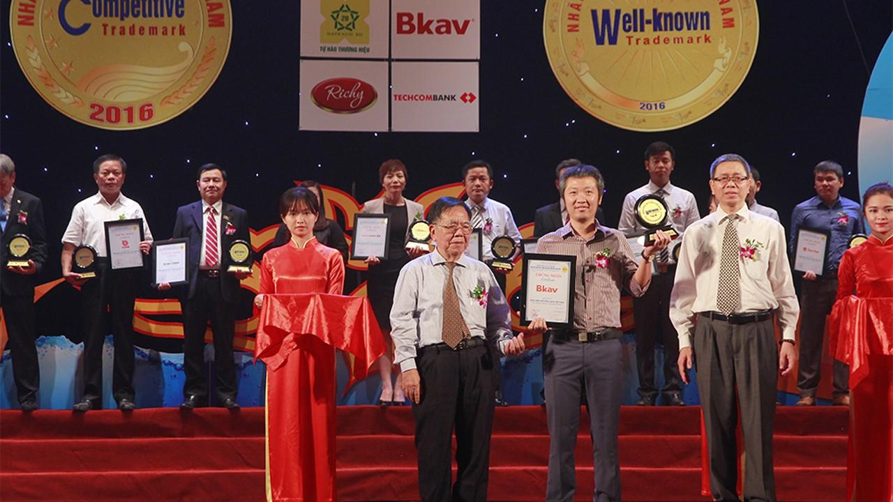 Bkav Top10NhanhieunoitiengnhatVN 2 - Lần thứ 4 liên tiếp Bkav lọt Top 10 Nhãn hiệu nổi tiếng nhất Việt Nam