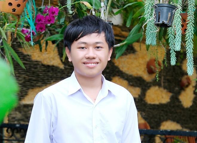 Nam sinh 15 tuổi tự làm trình duyệt web và trợ lý ảo ở VN