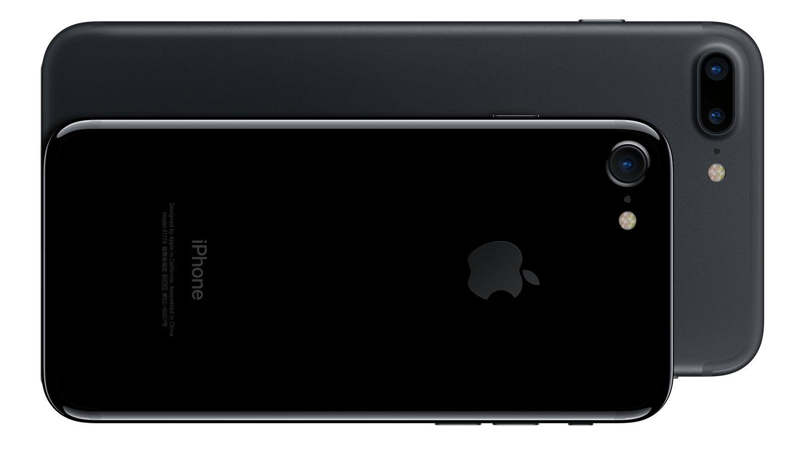 iphone 7 plus - Buôn lậu iPhone bằng cách cuốn hàng chục máy quanh người như... áo giáp