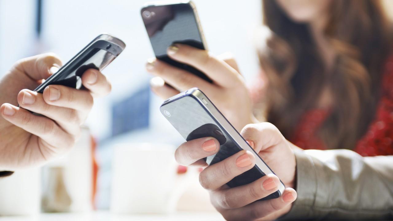 smartphone using data usage - Top 4 ứng dụng đọc báo cho iOS