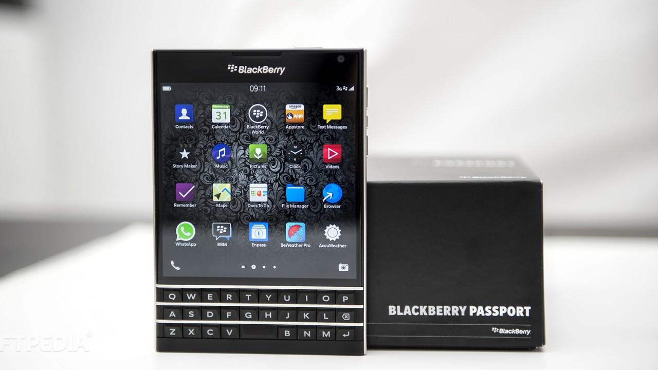 blackberry passport trainghiemso - Cửa hàng đổ xô đi bán BlackBerry Passport đại hạ giá