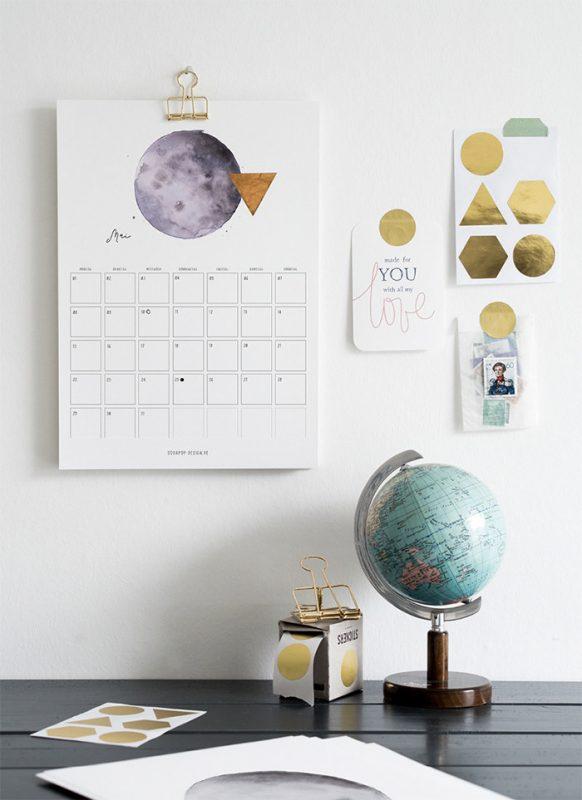 2017 calendar moon 582x800 - Mời bạn tải về trọn bộ 20 bộ lịch in mới cho năm 2017