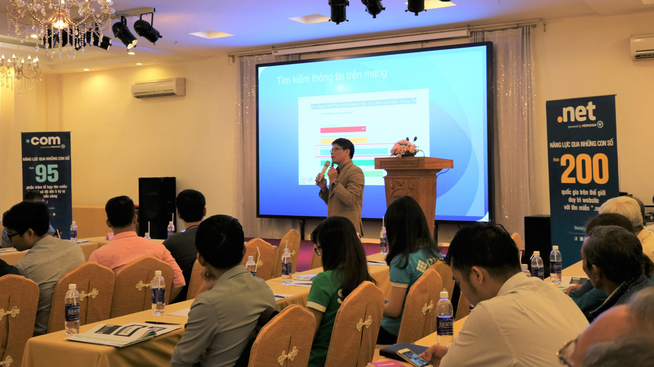 Ong Doan Quoc Tam Giam doc Cong ty FTC Media trinh bay ve loi ich cua t... - Đẩy mạnh TMĐT sẽ giúp DN Việt Nam cạnh tranh