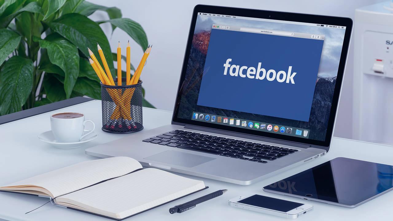 facebook laptop desktop ss 1920 thumb 1280 featured - Facebook trên web đã cho phép đặt màu nền, xem bài đăng dạng thẻ