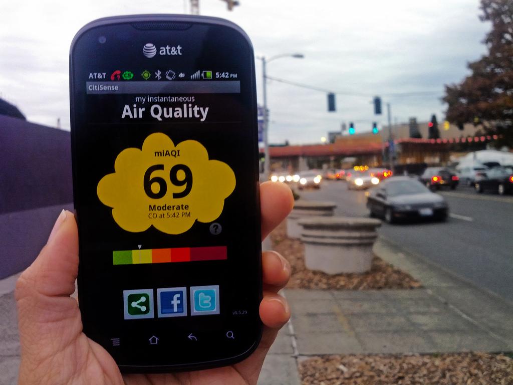 Kiểm tra chất lượng không khí môi trường bằng điện thoại
