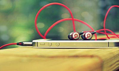 iphone headphone featured 400x240 - Tổng hợp 23 ứng dụng iOS giảm giá miễn phí ngày 2/1 trị giá 58USD