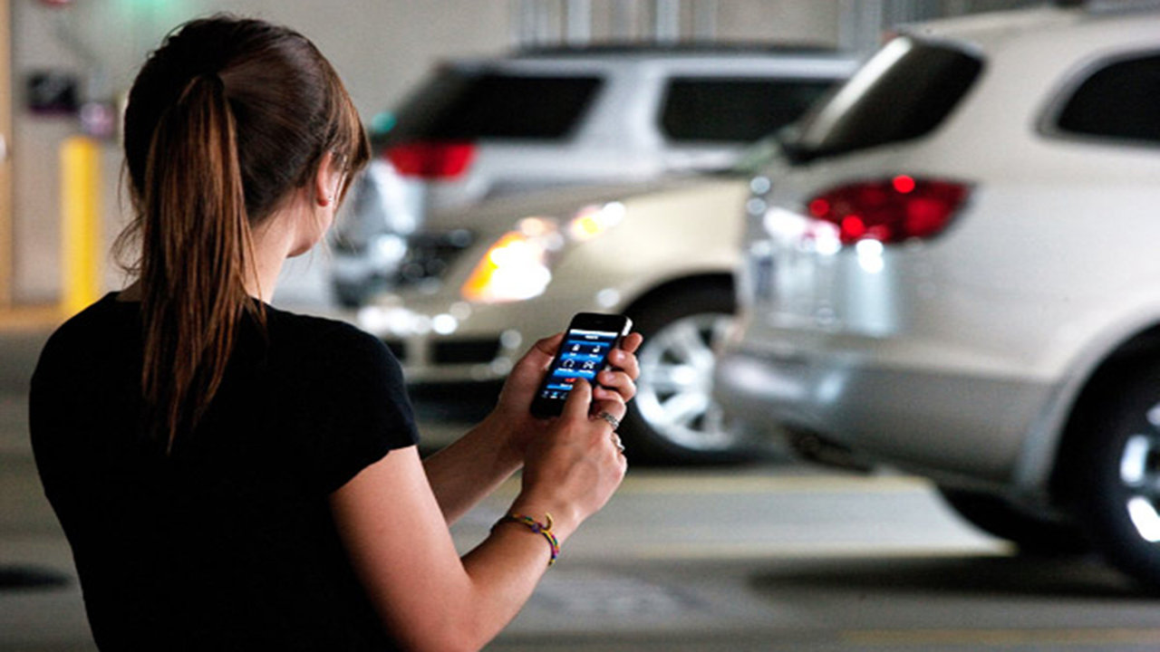 """""""Tuyệt chiêu"""" tìm xe trong bãi bằng ứng dụng trên điện thoại"""