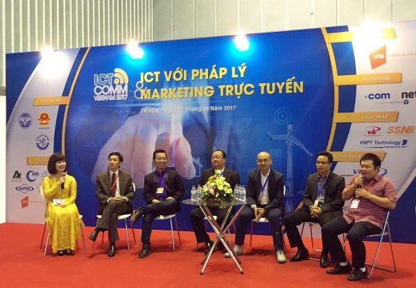 Các diễn giả chia sẻ về xu hướng TMĐT và trả lời các thắc mắc của doanh ... 1 600x415 - Doanh nghiệp Việt củng cố chiến lược TMĐT hướng đến phát triển bền vững