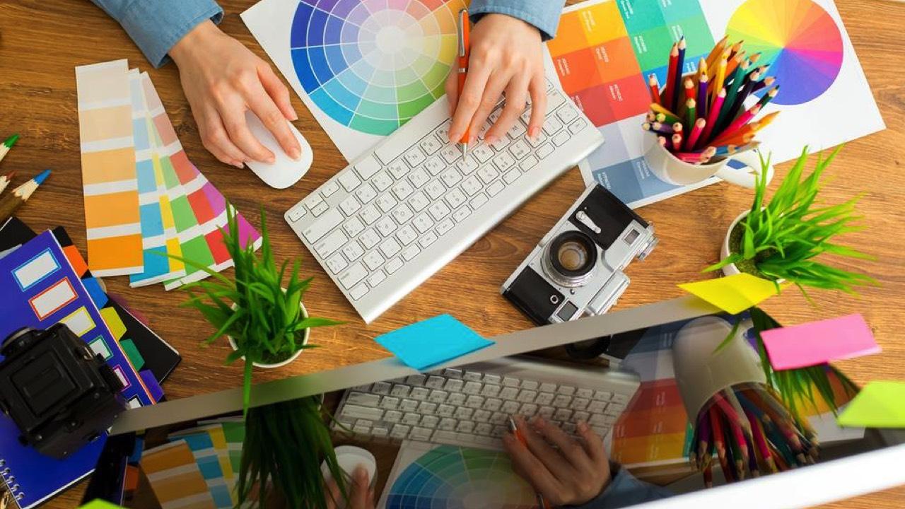 thiet ke web photoshop featured - Đang miễn phí hai tài liệu dạy Photoshop và thiết kế web giá 150USD