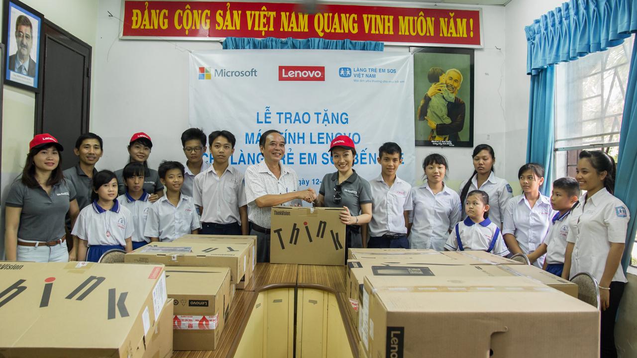 IMG 6130 - Lenovo và Microsoft tài trợ máy tính cho Làng trẻ em SOS Bến Tre
