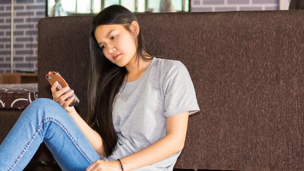 android with girl 2 - Tổng hợp 7 ứng dụng Android giảm giá miễn phí ngày 14.9 trị giá 10USD