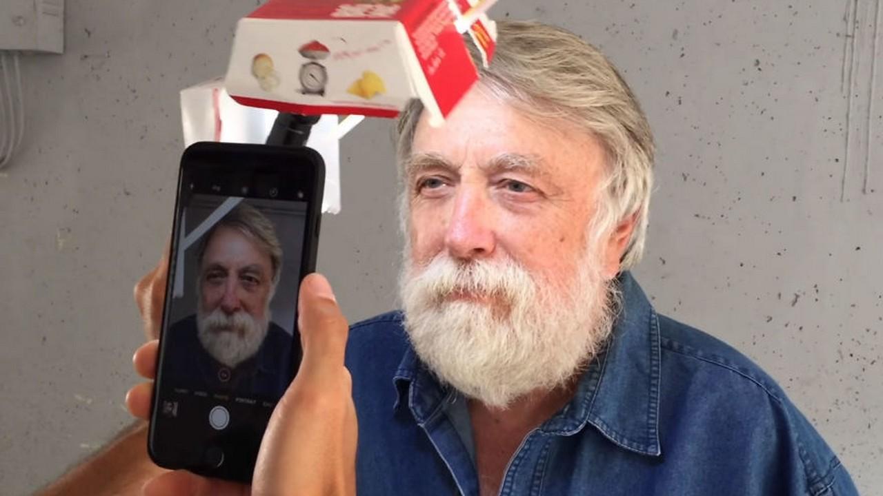 chup anh bang iphone 3 1 - Mẹo chụp ảnh chân dung tuyệt đẹp với iPhone và một hộp bánh hamburger