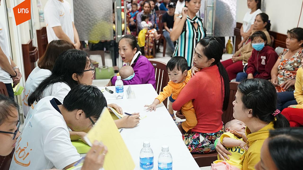 Hinh 1 Hinh anh buoi phau thuat Vi Nu Cuoi 7 - VNG và VNIF trao tặng hơn 200 triệu đồng phẫu thuật trẻ bị dị tật môi