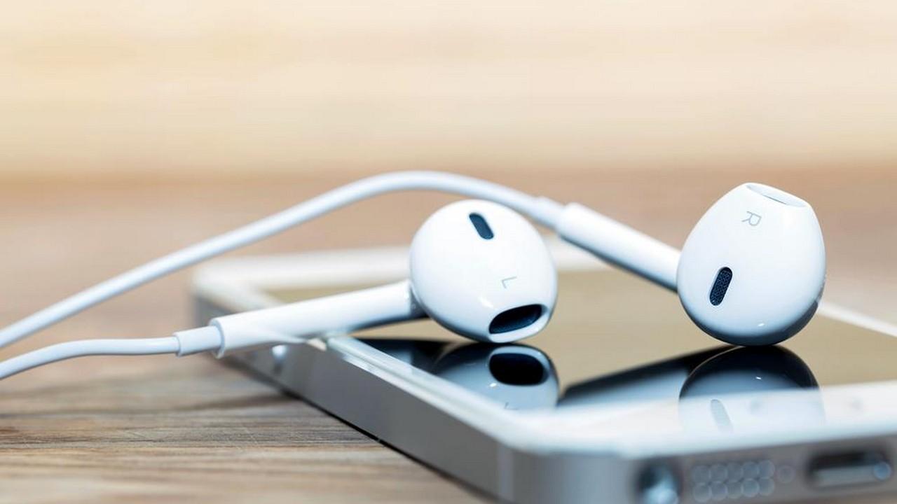 iphone headphone 4 featured - Tổng hợp 8 ứng dụng và game mới và miễn phí ngày 9/7 trị giá 200.000đ
