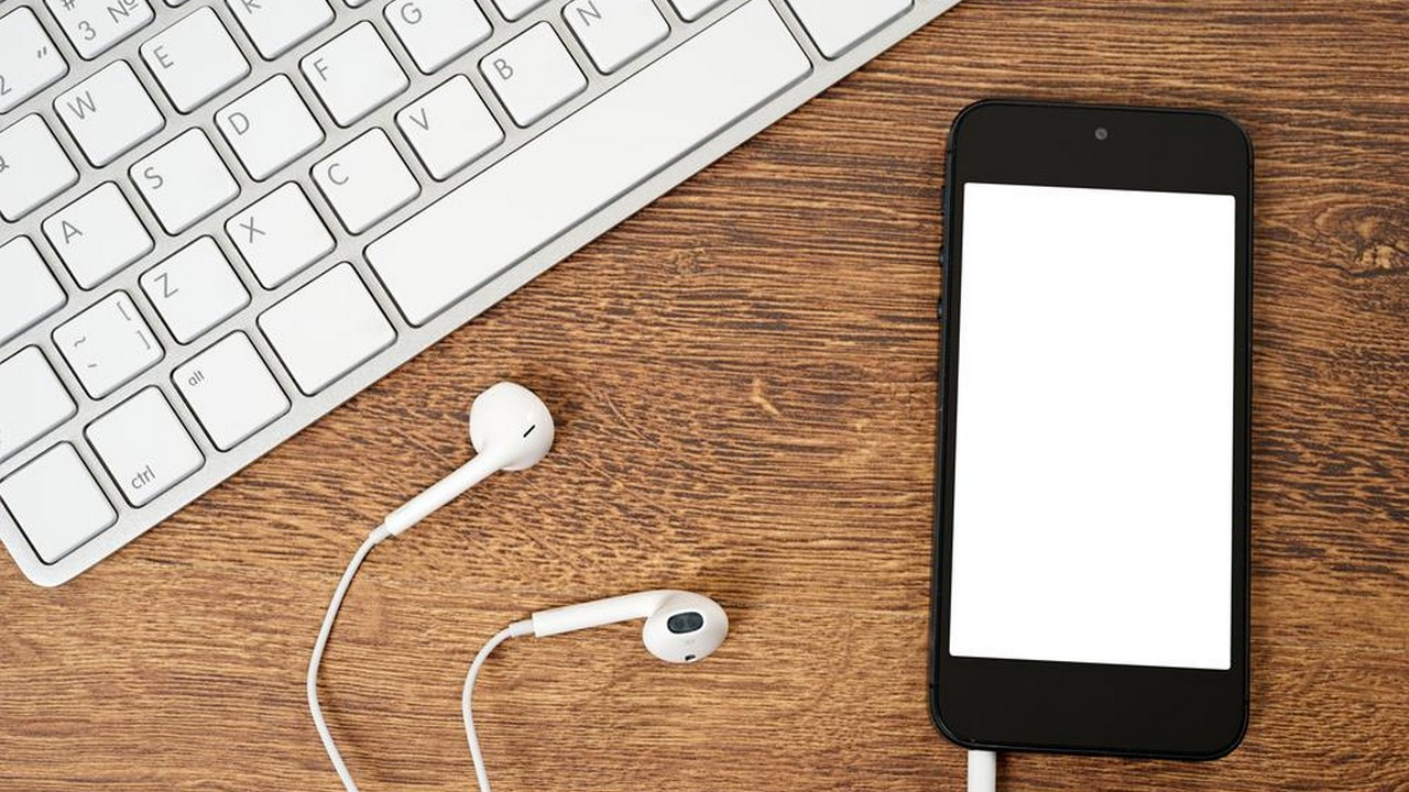 iphone headphone 5 featured - Tổng hợp 9 ứng dụng iOS giảm giá miễn phí ngày 7.11 trị giá 18USD