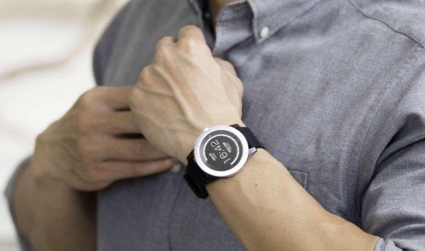 powerwatch x wrist 1515550797138 600x355 - PowerWatch X - Smartwatch sử dụng nhiệt cơ thể để sạc pin, giá 250USD