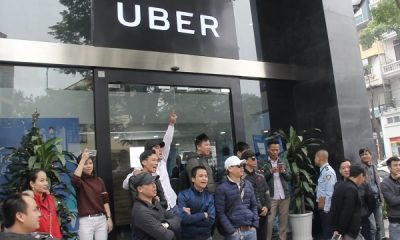 """tai xe grab uber tu tap phan doi doi giam chiet khau 152144600 400x240 - Uber """"dọa"""" vô hiệu hóa tài khoản đối tác tại Hà Nội"""