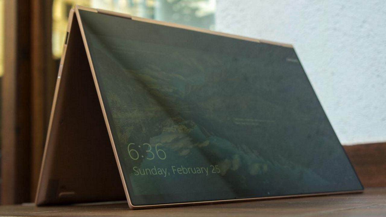 lenovo yoga 730 featured - BlackBerry Ghost: điện thoại cao cấp, không viền bezel, dành cho thị trường Ấn Độ?