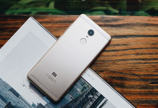Xiaomi Redmi 5 Plus 1 600x409 - Xiaomi Redmi 5 Plus bán độc quyền tại FPT Shop có gì khác với Thế giới Di động?