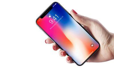 free iphone x in hand mockup 1 400x240 - Muốn giảm giá iPhone, Samsung phải hạ giá bán màn hình OLED mới được