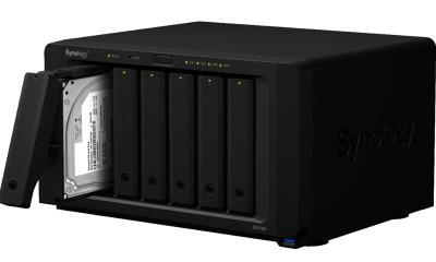 f DS1618 right 45 open tray 400x240 - Ra mắt DiskStation DS1618+: Thiết bị NAS dòng Plus Series nhanh nhất từ trước tới nay