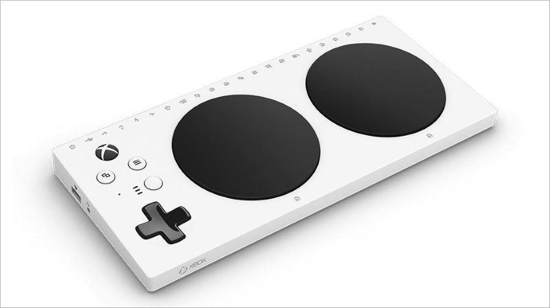"""xbox adaptive controller 2 - Microsoft giới thiệu Xbox Adaptive Controller, """"tay cầm"""" giúp người khuyết tật chơi game dễ dàng"""