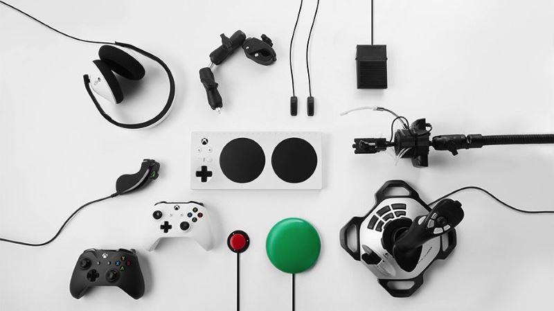 """xbox adaptive controller 4 - Microsoft giới thiệu Xbox Adaptive Controller, """"tay cầm"""" giúp người khuyết tật chơi game dễ dàng"""