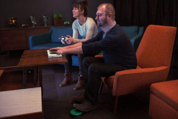"""xbox adaptive controller 5 600x401 - Microsoft giới thiệu Xbox Adaptive Controller, """"tay cầm"""" giúp người khuyết tật chơi game dễ dàng"""