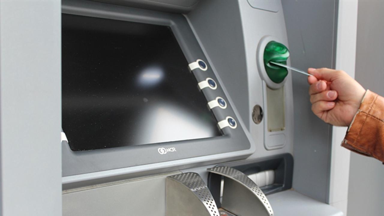 atm 1524870 1920 8220223 - Từ 15/7, phí rút tiền ATM nội mạng Vietcombank là 1.650 đồng