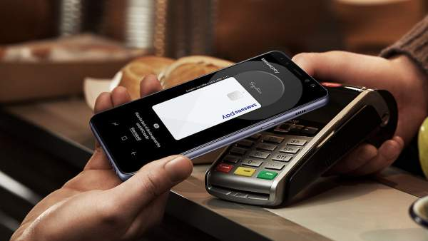 samsung pay galaxy a8 600x338 - Lý do Samsung dừng đưa Samsung Pay vào điện thoại giá rẻ là gì?