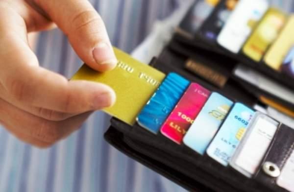 tang phi ngan hang vnf 600x392 - Từ 15/7, phí rút tiền ATM nội mạng Vietcombank là 1.650 đồng