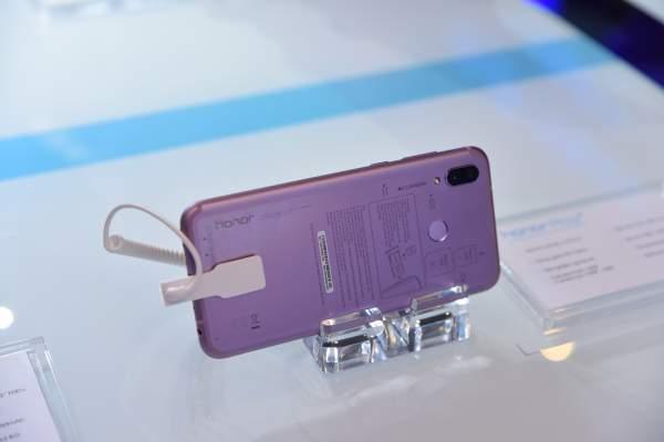 DSC 0285 600x400 - Honor Play – điện thoại dành cho game thủ, giá 6,99 triệu đồng