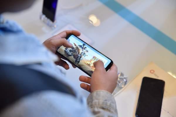 DSC 0456 600x400 - Honor Play – điện thoại dành cho game thủ, giá 6,99 triệu đồng