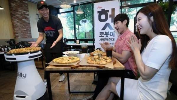 pizza 600x338 - Robot Dilly Plate phục vụ pizza cho khách