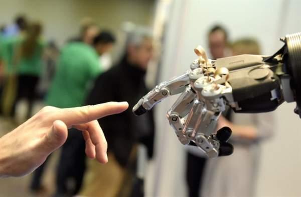 robot featured 600x394 - Robot Dilly Plate phục vụ pizza cho khách