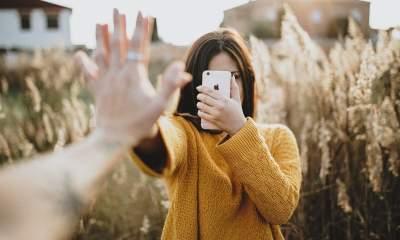 iphone hand 5 featured 400x240 - 14 ứng dụng và game iOS mới, giảm giá miễn phí ngày 8/12/2018