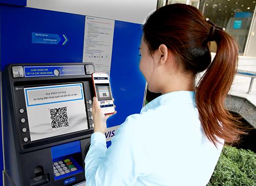 rut tien ATM bang QRCode - Rút tiền bằng thẻ ATM vật lý? Chuyện xưa rồi