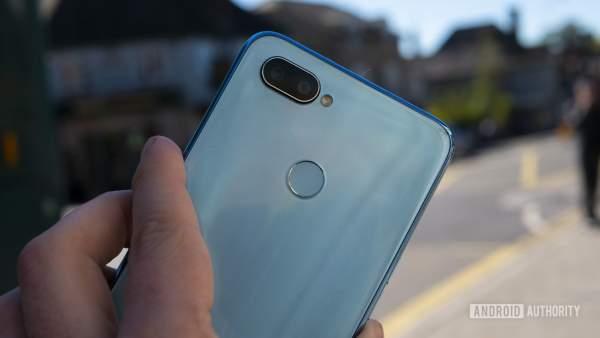 Realme 2 Pro featured 600x338 - Chọn điện thoại 7 triệu đồng nào?