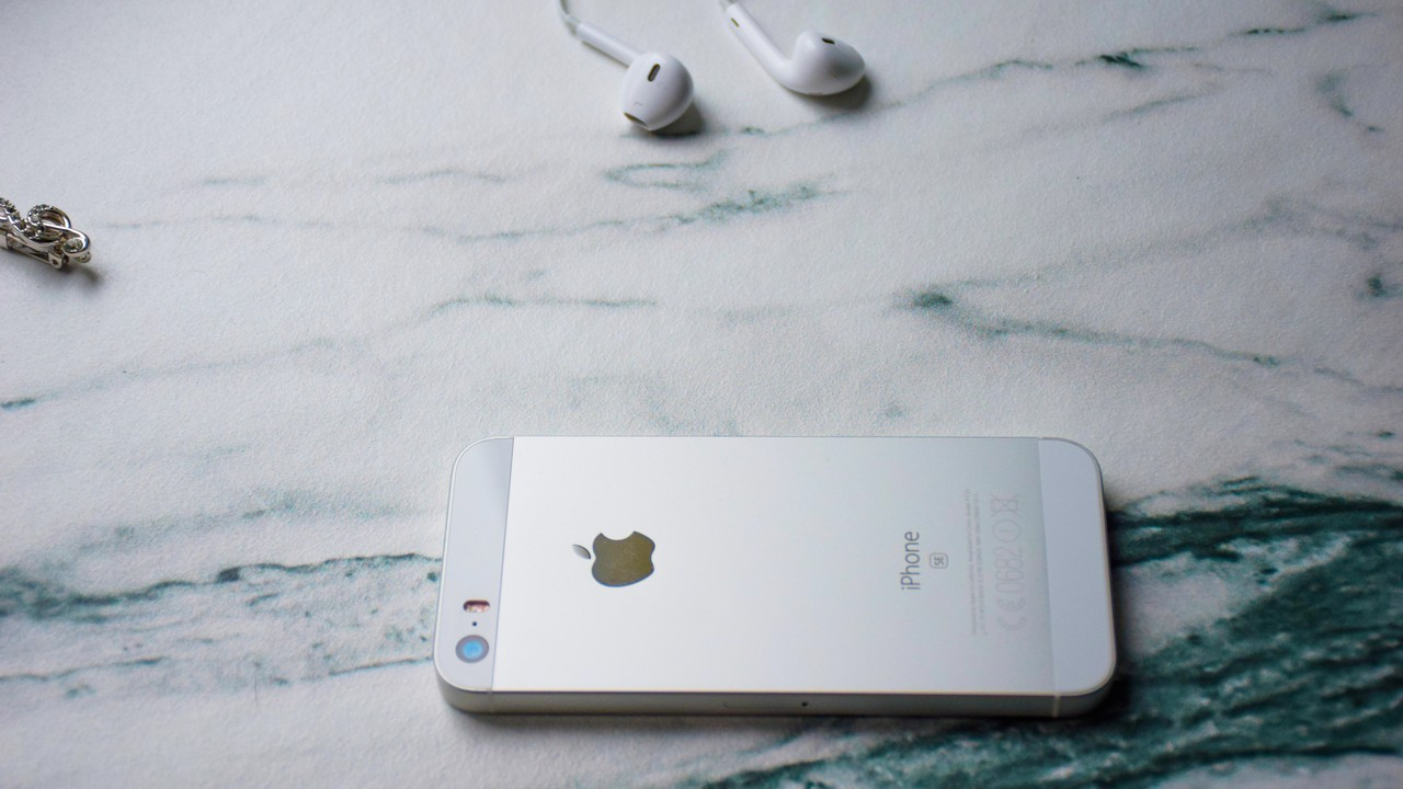 iphone 5s headphone featured - 11 ứng dụng và game iOS mới, giảm giá miễn phí ngày 19/1/2019