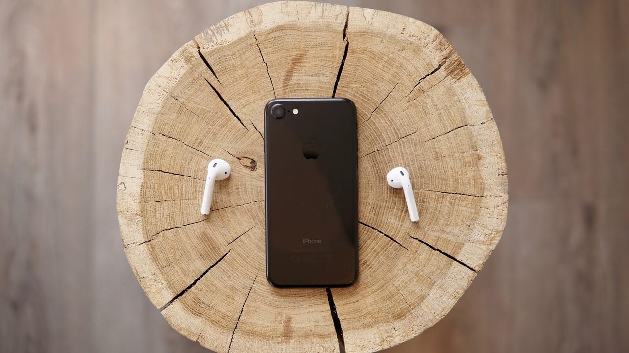 iphone 7 airpods featured - 14 ứng dụng và game iOS mới, giảm giá miễn phí ngày 10/1/2019