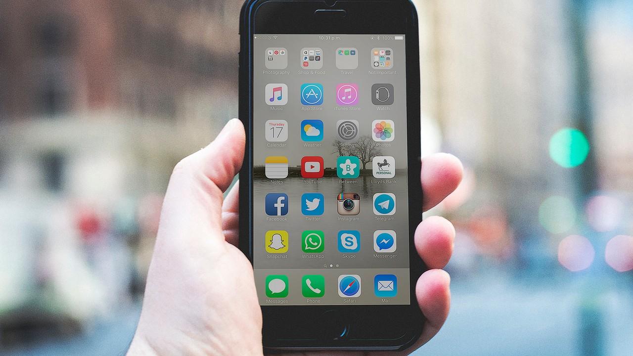 iphone 8 plus featured - 14 ứng dụng và game iOS mới, giảm giá miễn phí ngày 16/1/2019