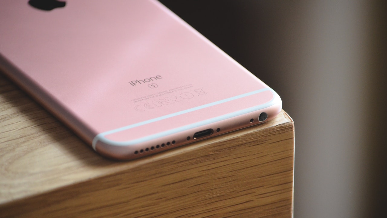 Tìm hiểu những ký tự in sau iPhone