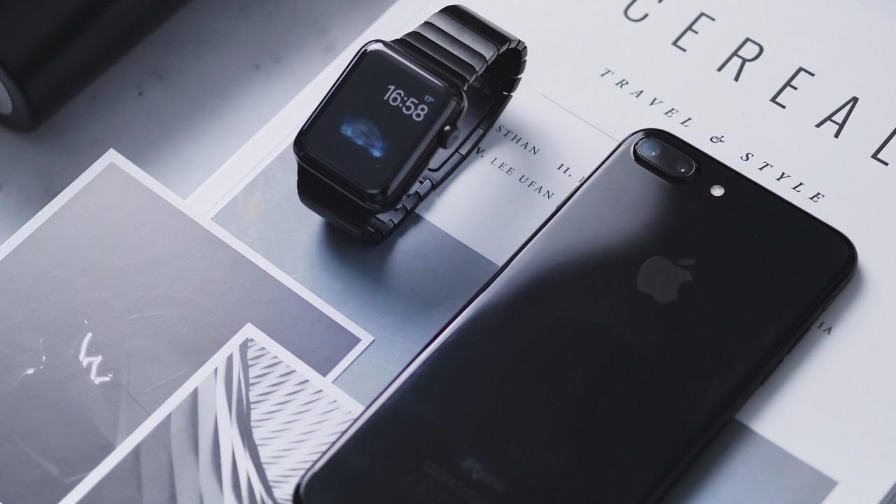 iphone with apple watch featured - 11 ứng dụng và game iOS mới, giảm giá miễn phí ngày 9/4/2019